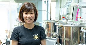 自分の力で働き続けるために。キャリアを考えて独立・開業した、人気ブルーパブの女性醸造家