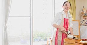育児をしながら独立・開業。元SEの自宅料理教室が成功した理由とは