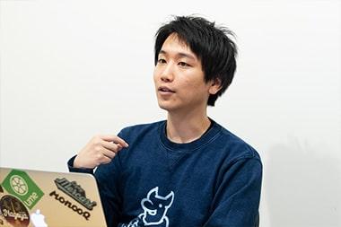 法人化のタイミングや雇用について語るモノオク株式会社CEOの阿部祐一さんの写真