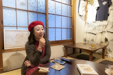 原価について話す吉満明子さんの画像