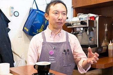 経営時に苦労したことを語る宮島英司さんの写真