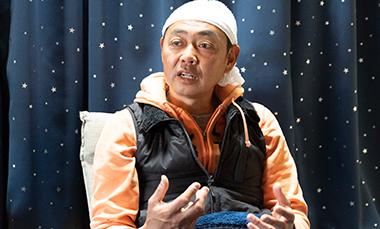 南房総へ脱サラをして移住し、漁師にチャレンジするきっかけを語る荒木宏一さんの写真