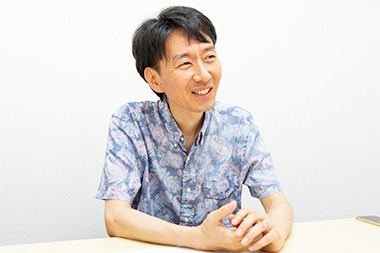 「すごろくや」の開業後エピソードについて語る丸田康司さんの写真