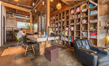 コワーキングスペース「coworking & shareoffice ダイクマチ」の室内写真