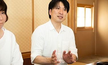 「道草書店」について語る中村竹夫さんの写真