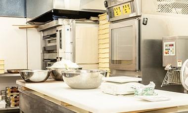 コッペパン専門店「月刊アベチアキ」の厨房写真