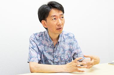「すごろくや」の創業前後について語る丸田康司さんの写真